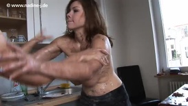 Nadine & Lena - Cake Fight pt2